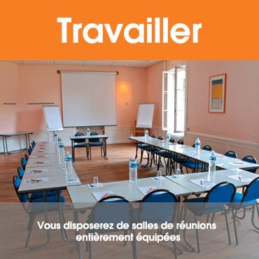 Travailler : vous disposerez de salles de réunions entièrement équipées.