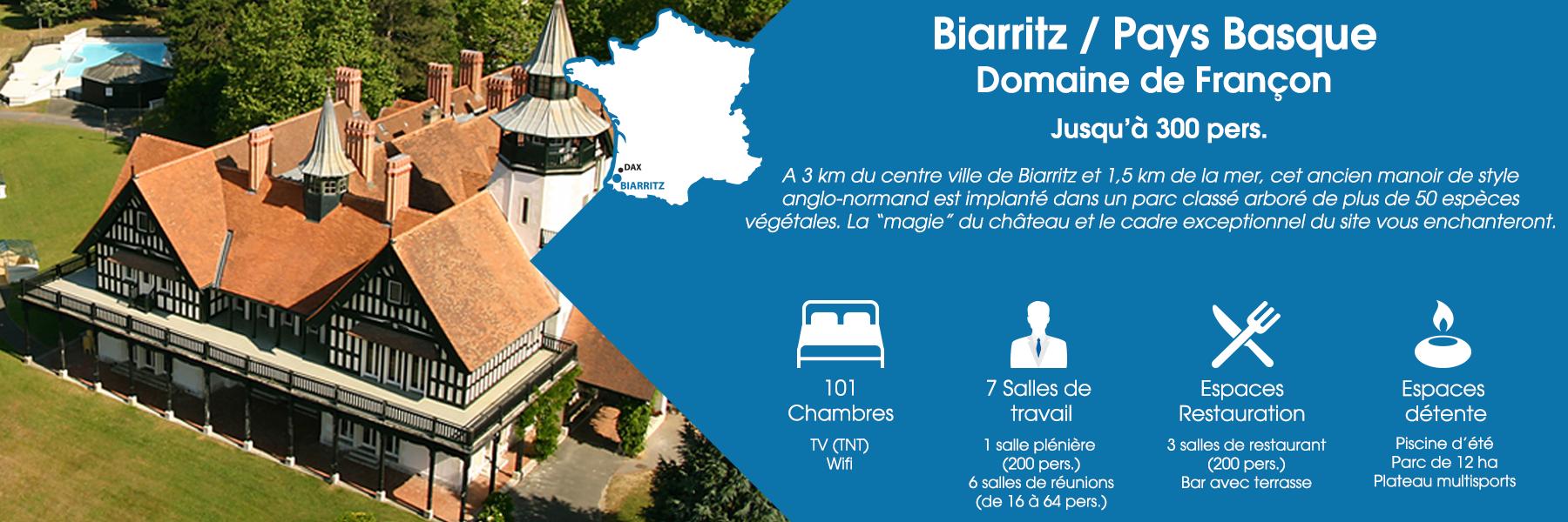 """Le Domaine de Françon à Biarritz, au Pays Basque, peut accueillir jusqu'à 300 personnes. A 3 km du centre ville de Biarritz et 1,5 km de la mer, cet ancien manoir de style anglo-normand est implanté dans un parc classé arboré de plus de 50 espèces végétales. La """"magie"""" du château et le cadre exceptionnel du site vous enchanteront. Ce domaine est composé de 101 chambres (avec TV TNT et Wifi), de 7 salles de travail (dont une salle plénière pour 200 personnes et 6 salles de réunions pour 16 à 64 personnes), d'espaces de restauration (3 salles de restaurant pour 200 personnes et un bar avec terrasse) et d'espaces de détente (une piscine d'été, un parc de 12 ha et un plateau multisports)."""